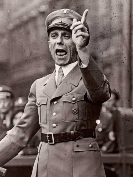 Goebbels - propagandistul nr 1 al lui Hitler, omologul nazist în planul propagandei, al lui SRS.