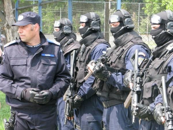 col Gheorghe Rizea inspectand trupa si astepatand ordine de la NAŞU