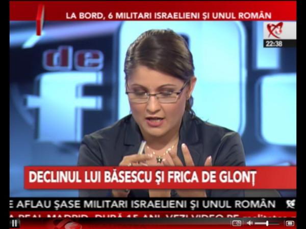 Gurista Oana Stancu, surprinsă în timp ce gândeşte cu gura deschisă