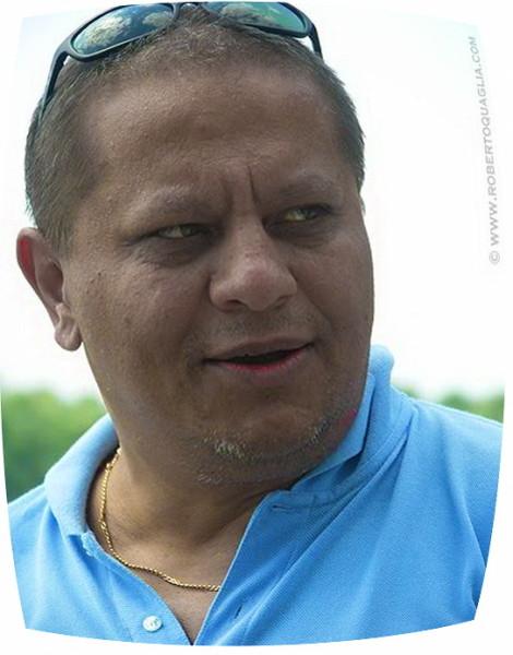 Valentin Nicolau - fost consilier al premierului infractor Adrian Nastase, presedinte al TVR, iar apoi vicepresedinte GRIVCO si mai departe mare om de stiinta! Un geniu cu bărbiță!