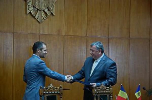 Miniştrii Daniel Funeriu şi Leonid Bujor