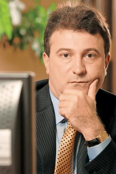 Escrocul Petrovici cu mină de intelectual