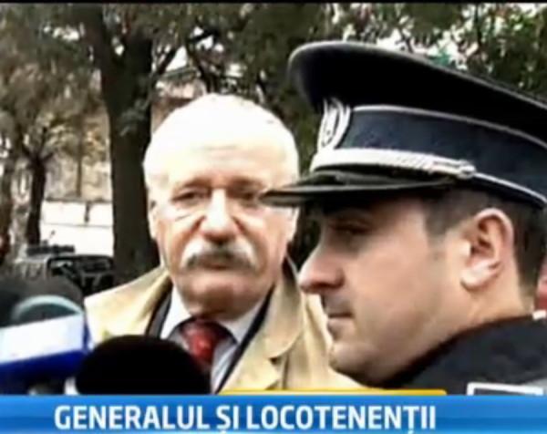 Fostul colonel Dragos Florian Diaconescu (stanga)