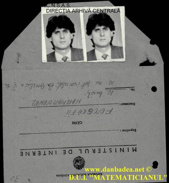 Două fotografii de-ale mele, din cele zece, alături de plicul cu care au fost trimise la Direcția a V-a (Pază și Protecție) pentru a fi recunoscut în cazul în care aș încerca să atentez la viața Dictatorului.