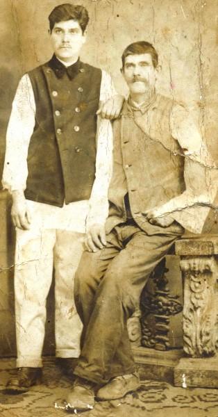 Bunicul (mort pe frontul de Est) și străbunicul Badea