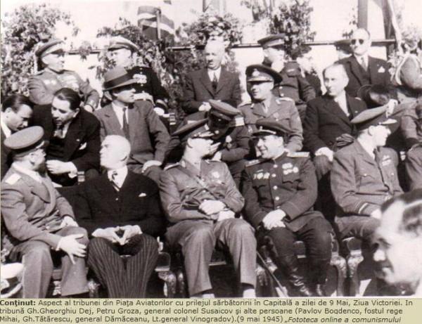 9 mai 1945: Regele Mihai I, alături de petru Groza, fericit de asocierea cu bolșevicii lui Stalin.