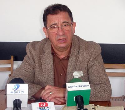 """Primarul Constantin (Titi) Constantinescu se luptă cu...""""munții"""", cel care a prejudiciat un întreg oraș (întârziind cu un an, printr-o campanie mincinoasă de presă -  asfaltarea străzilor din oraș, doar pt. că primarul a refuzat să treacă la PDL !) fiind poreclit """"Himalaya"""" (nume real Mihai Iacob, patronul ziarului de șantaj CURENTUL)."""