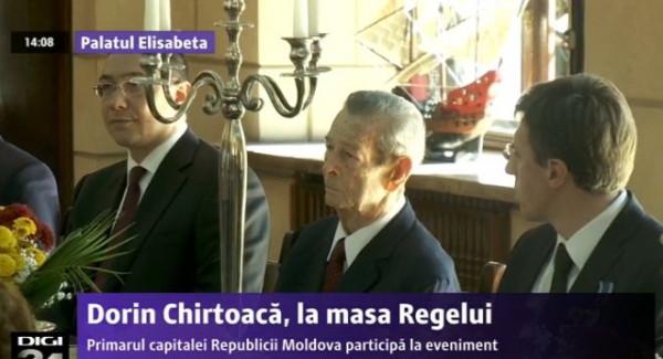 7 Noiembrie 2013: ex-regele Mihai I, între Ponta și Chirtoacă, sărbătorind, în realitate, Marea Revoluție din Octombrie, la Palatul Elisabeta. Sărbătoarea invocată oficial, a sfinților Mihail și Gavril nu este pe 7 noiembrie, ci pe 8.