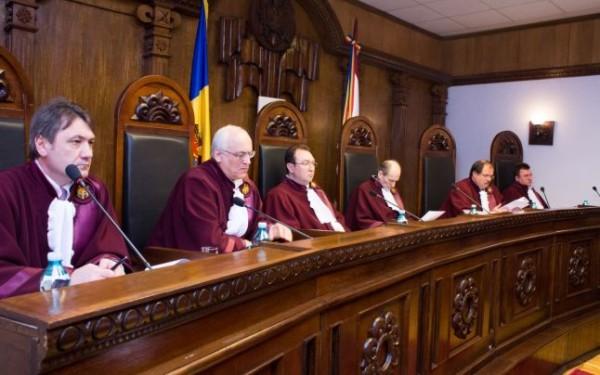 De la stânga la dreapta: Igor Dolea, Tudor Panţâru, Alexandru Tănase, Victor Popa, Petru Răilean şi Aurel Băieşu. (foto: constcourt.md)