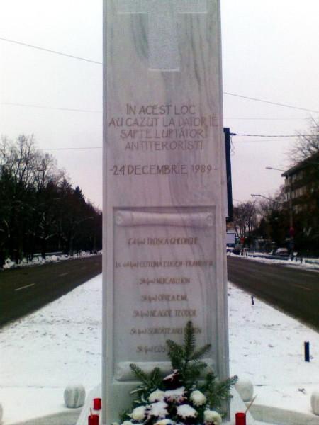Monumentul dezvelit de SRI în memoria luptătorilor antiteroriști, pe 20 decembrie 2012 (foto: roncea.ro)