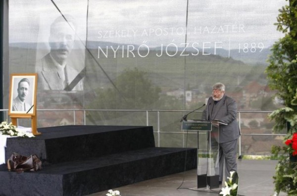 Lukacs Csaba, ziarist maghiar, comemorandu-l pe fascistul Nyiro Joszef la Odorheiu Secuiesc