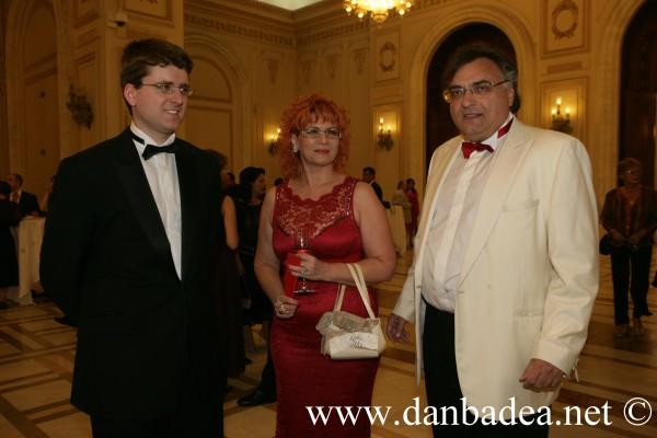 Fami(g)lia lui Dan Adamescu, de la stanga la dreapta: fiul, mama si tatal, Dan Grigore Adamescu